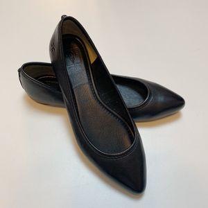 Like New FRYE Regina Pointed Toe Flat Black Size 7